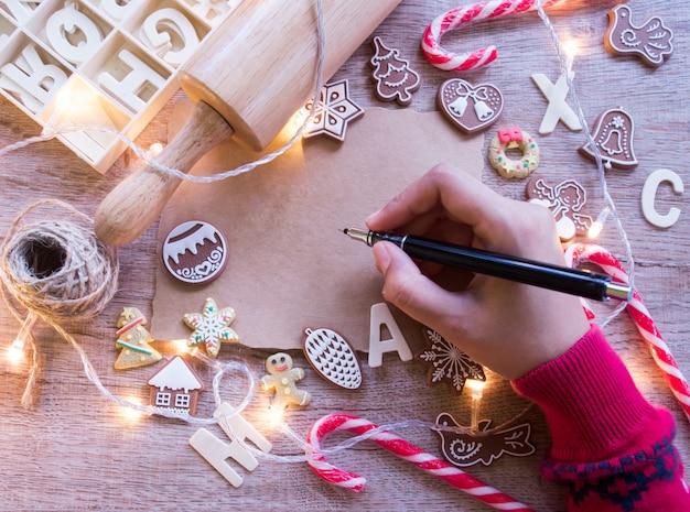 Vista superior, conceito de tradições de natal e ano novo. Foto Premium