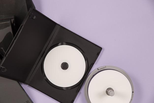 Vista superior conjunto de música de dvd Foto gratuita