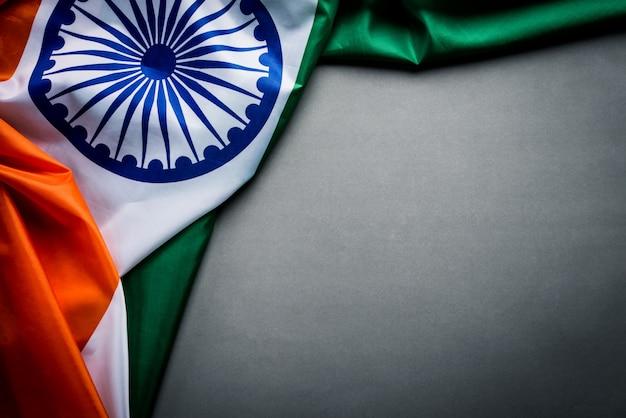 Vista superior da bandeira nacional da índia em cinza Foto Premium