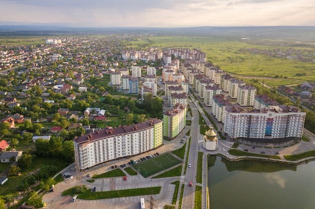 Vista superior da paisagem da cidade urbana em desenvolvimento Foto Premium