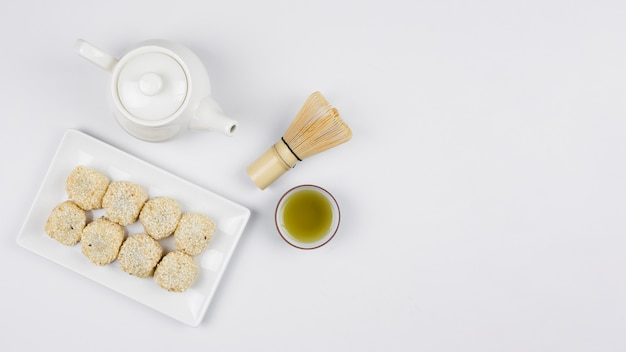 Vista superior da preparação do chá de matcha Foto gratuita