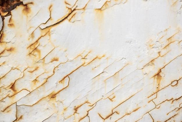 Vista superior da superfície de metal enferrujado com pintura descascada Foto gratuita