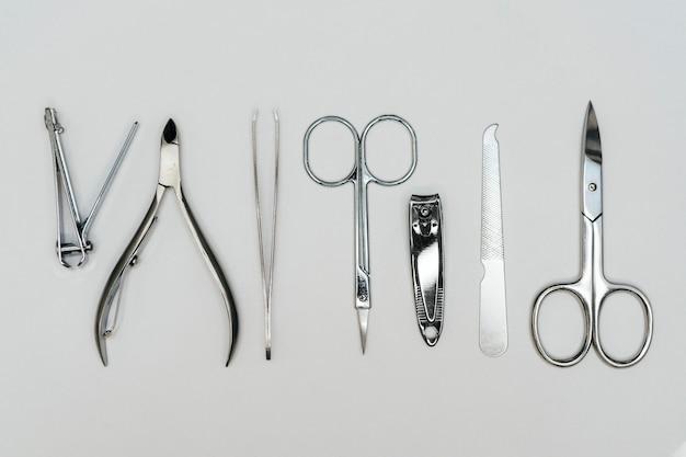 Vista superior das ferramentas de acessórios para cuidados com as unhas Foto gratuita