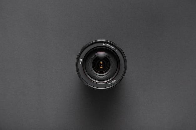 Vista superior das lentes da câmera em fundo preto, com espaço de cópia Foto gratuita
