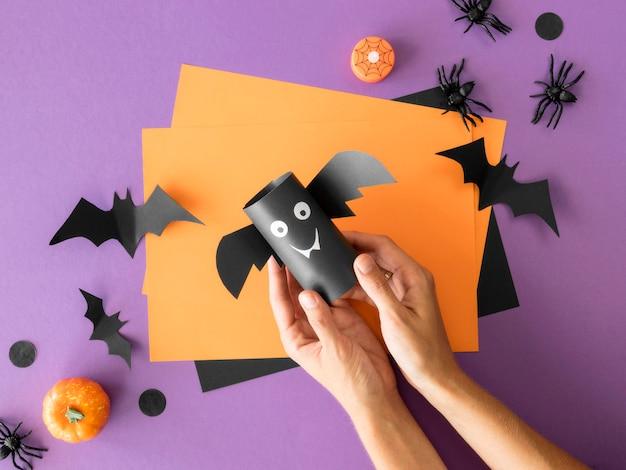 Vista superior de arranjos de halloween feitos à mão Foto gratuita