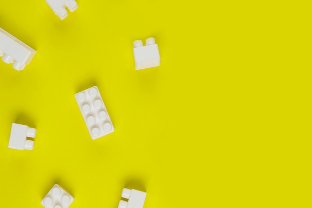 Vista superior de blocos de brinquedo interligados com espaço de cópia Foto gratuita
