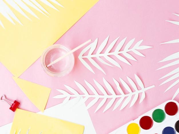 Vista superior, de, colorido, papel, e, pintura Foto gratuita