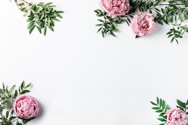 Vista superior, de, cor-de-rosa, cravos Foto gratuita