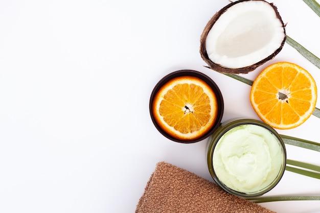 Vista superior de creme de coco e laranja com espaço de cópia Foto gratuita