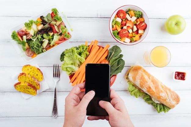 Vista superior de deliciosa comida saudável Foto gratuita