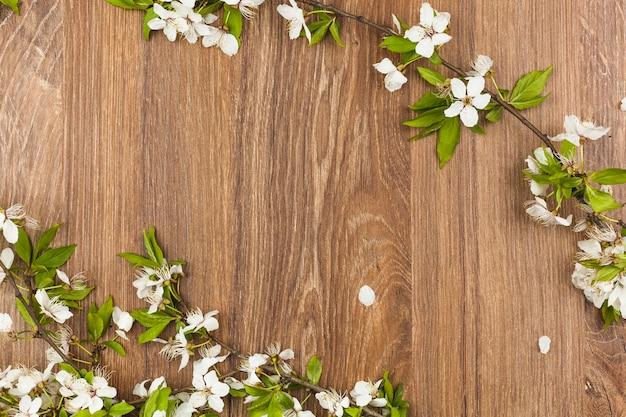 Vista superior de flores frescas Foto gratuita