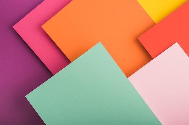 Vista superior de folhas de papel colorido Foto gratuita
