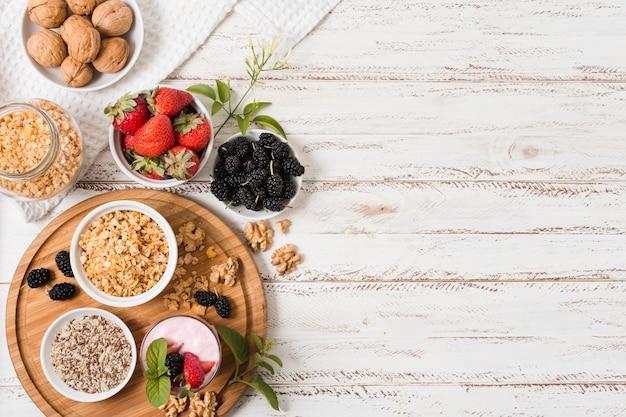 Vista superior de frutas saudáveis, com espaço de cópia Foto gratuita
