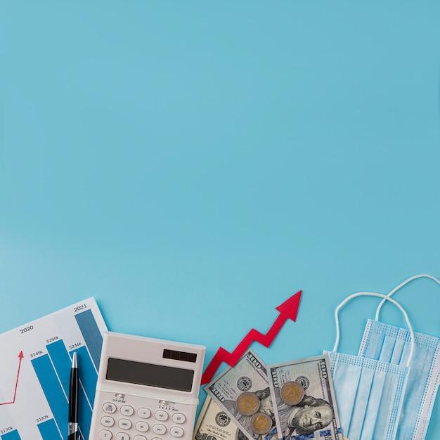 Vista superior de itens de negócios com gráfico de crescimento e espaço de cópia Foto gratuita