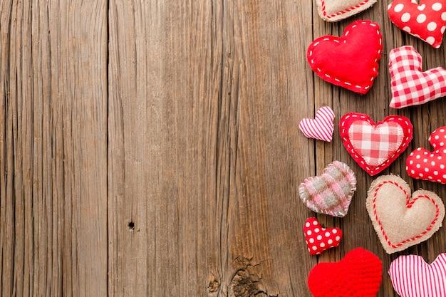 Vista superior de ornamentos para dia dos namorados Foto gratuita
