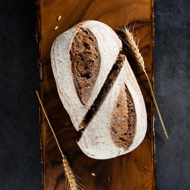 Vista superior de pão e trigo no helicóptero Foto gratuita