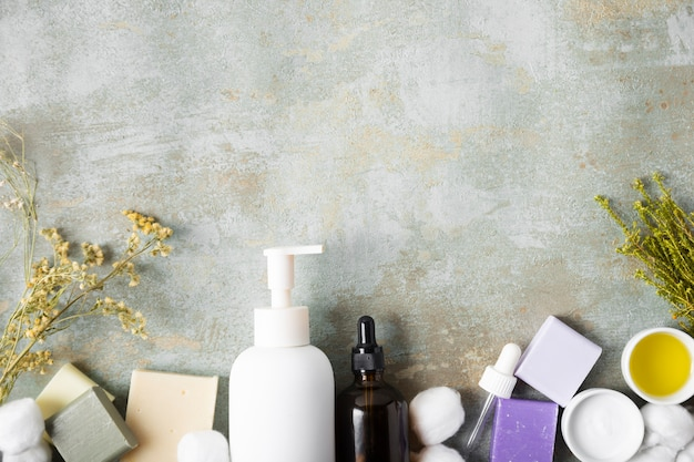 Vista superior de produtos cosméticos orgânicos Foto gratuita