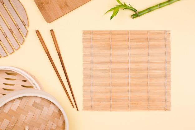 Vista superior de talheres asiáticos Foto gratuita