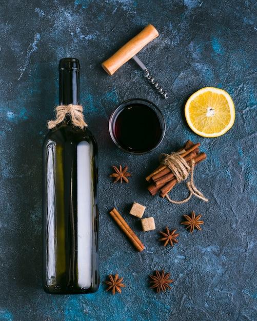 Vista superior delicioso limão e vinho tinto Foto gratuita