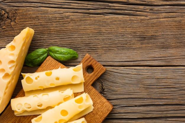 Vista superior delicioso queijo com espaço de cópia Foto Premium