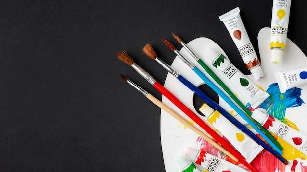Vista superior do aquarelle colorido com espaço de cópia Foto gratuita