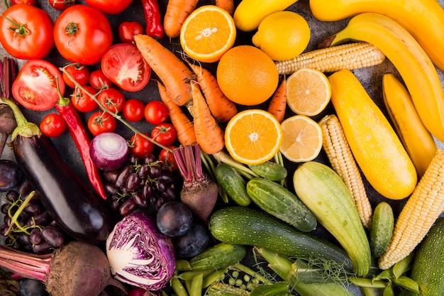 Vista superior do arranjo colorido de vegetais Foto gratuita