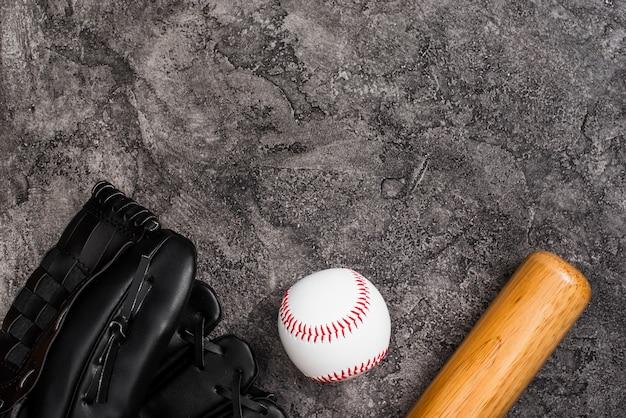 Vista superior do beisebol com espaço de bastão e cópia Foto gratuita