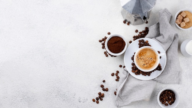 Vista superior do café com espaço de cópia Foto gratuita