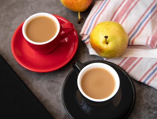 Vista superior do café e café da manhã das peras Foto gratuita