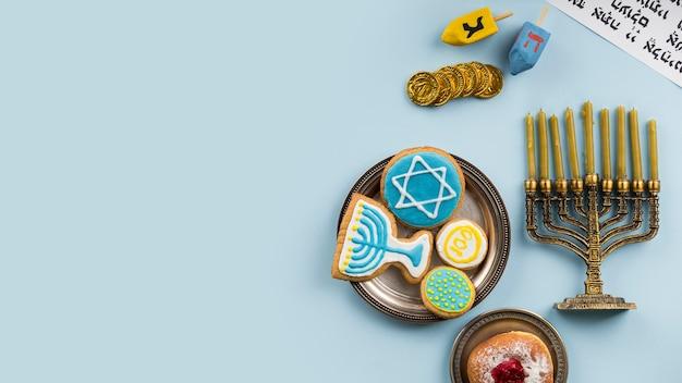 Vista superior do conceito de hanukkah com espaço de cópia Foto gratuita