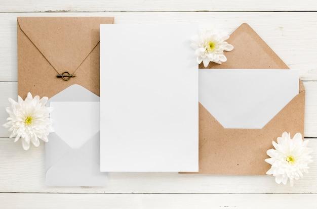 Vista superior do convite bonito casamento Foto gratuita