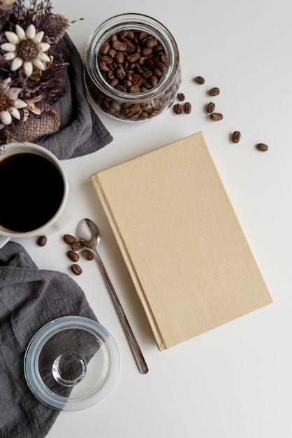 Vista superior do copo de café com agenda de espaço de cópia Foto gratuita