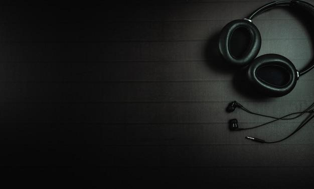 Vista superior do fone de ouvido com um espaço de texto ou mensagem para design Foto Premium