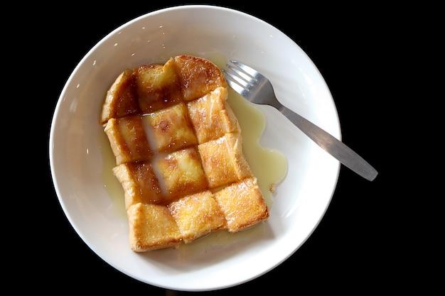 Vista superior do pão grelhado com manteiga e leite condensado Foto Premium