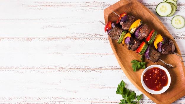 Vista superior do planalto de fast-food árabe delicioso Foto gratuita