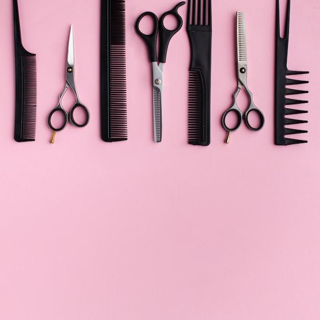 Vista superior do sortimento de equipamentos de cabeleireiro Foto gratuita