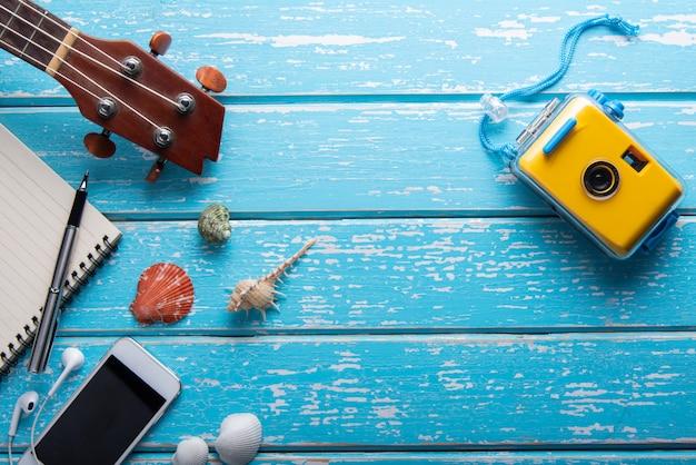 Vista superior dos acessórios do viajante, plana leigos fotografia do conceito de viagens Foto Premium