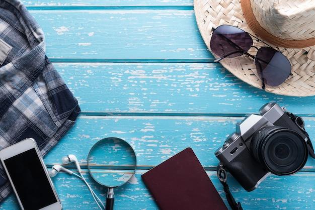 Vista superior dos acessórios do viajante Foto Premium