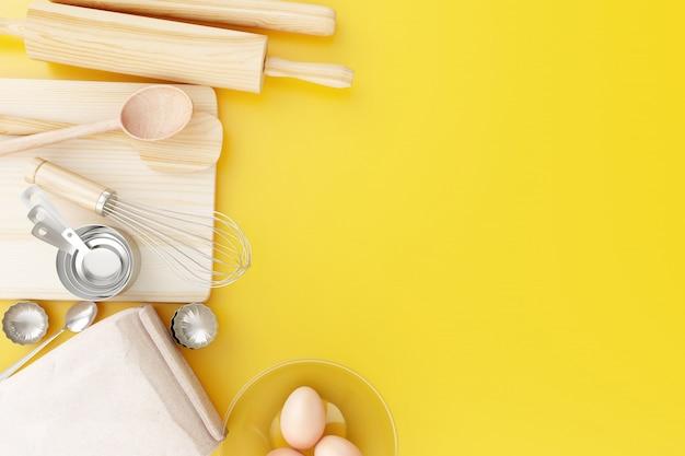 Vista superior ferramentas de cozimento no fundo amarelo. Foto Premium