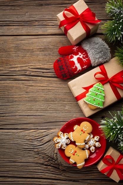 Vista superior festivo presentes de natal Foto gratuita