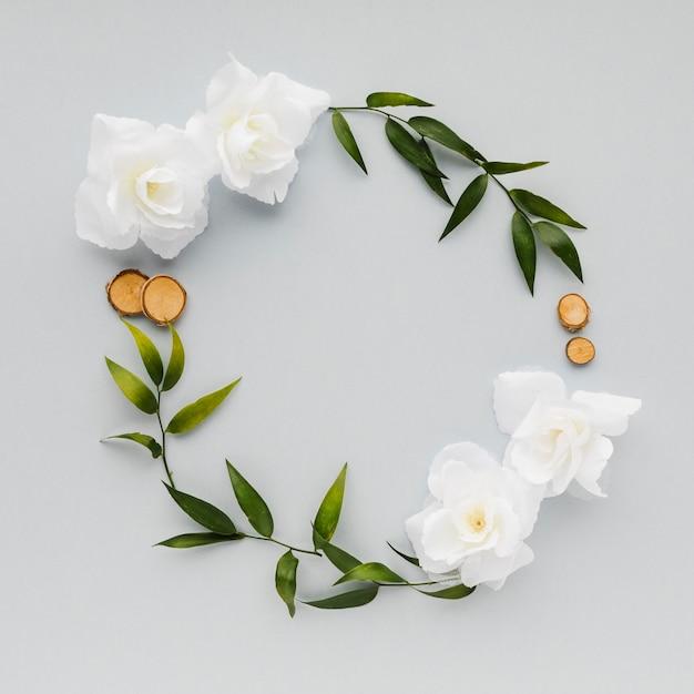 Vista superior floral coroa Foto gratuita