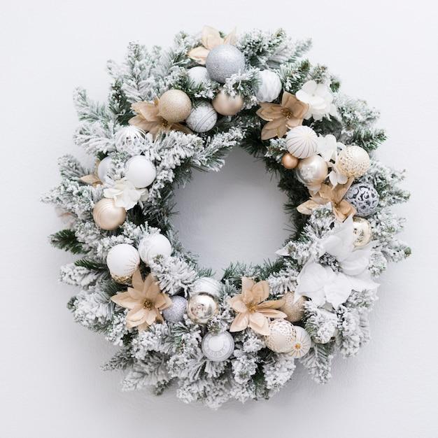 Vista superior gelado coroa para o natal Foto gratuita