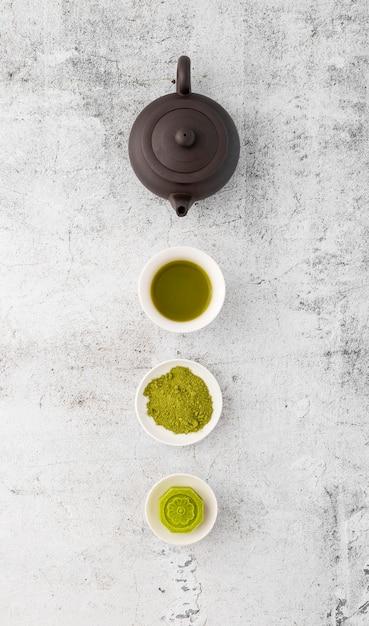 Vista superior matcha chá em pó em cima da mesa Foto Premium