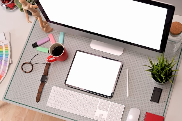 Vista superior mesa de estúdio profissional designer gráfico criativo Foto Premium