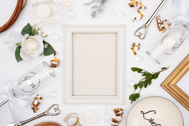 Vista superior projeto de mesa de casamento com moldura branca Foto gratuita