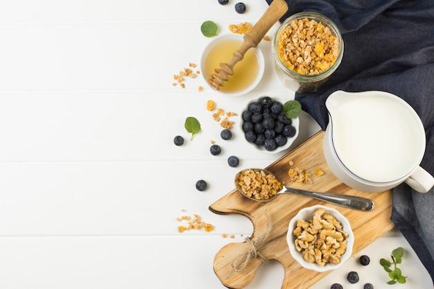 Vista superior saboroso café da manhã Foto gratuita