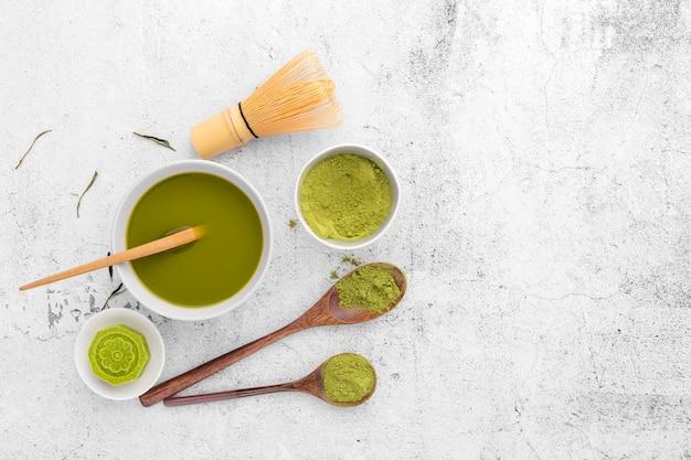 Vista superior saboroso conceito de chá matcha em cima da mesa Foto Premium