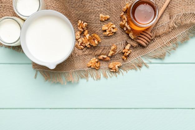 Vista superior saudável pequeno-almoço ingredientes Foto gratuita