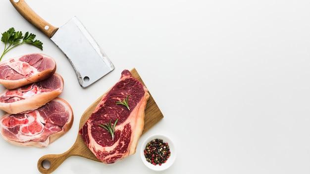 Vista superior seleção de carne fresca na mesa Foto Premium