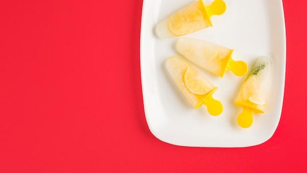 Vista superior sorvete de limão Foto gratuita
